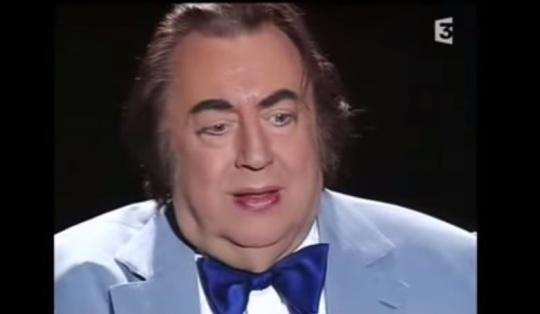 """Raymond Devos, dans son sketch """"J'ai des doutes"""" (source : capture d'écran France 3)"""