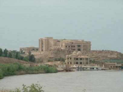 Le palais de Sadam Hussein, à Tikrit, en 2003 (Creative Common)